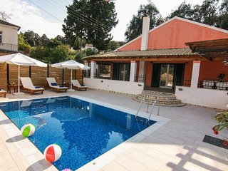 Lovely 3-bedroom villa with pool, close to San Stefanos resort