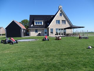 Beautiful and spacious villa with a panoramic view, near the beach of Cadzand.