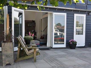 Uniquely designer holiday apartment on open waterway between Joure and Sneek.