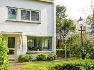 Family home at the edge of Bergen's town centre, with sunny garden & terrace