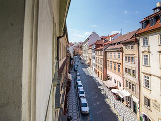 Modern apartment w/ free WiFi & city views - 1/4 mile to Charles Bridge!