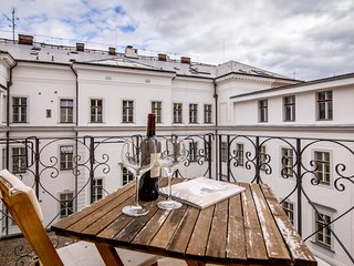Modern apartment w/ balcony & city view - walk to the river, Kampa & Petrin!