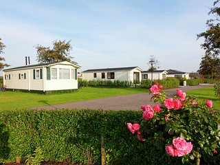 Well-kept chalet with WiFi, in Noordwijk, sea at 2.5 km