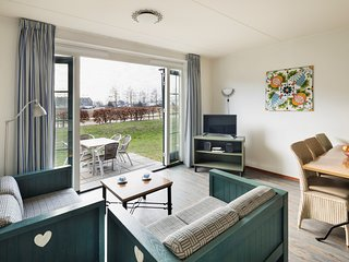 Cozy holiday home in Volendam style on the Markermeer