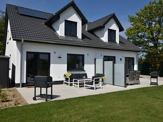 Luxurious Holiday Home in Kühlungsborn with Terrace