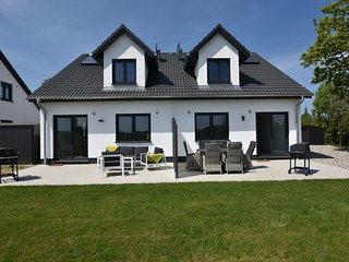 Beautiful Holiday Home in Kühlungsborn near Sea