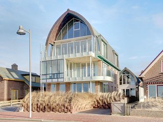 Luxury apartment with sea view on the boulevard of Egmond