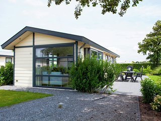 Comfortable chalet with dishwasher in Noordwijk sea at 2.5km