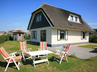 Thatched, attractive villa in Julianadorp near the beach