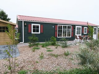 Nicely decorated chalet with dishwasher, located on Texel