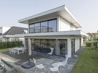 Luxurious, waterfront design villa, located near Harderbos