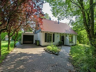 Charming Holiday Home in Burgh-Haamstede near Beach