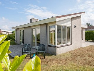 Detached single-storey bungalow, sea within walking distance