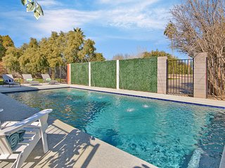 Location- Old Town Scottsdale Home-Heated Pool- Game Room-Camelback Mountain