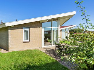 Restyled bungalow with dishwasher, near cosy Domburg