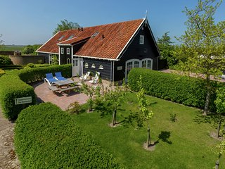 Very attractive holiday home near the beach of Westkapelle