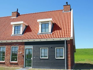 Holiday home with whirlpool and sauna in a quiet area in Zeeland