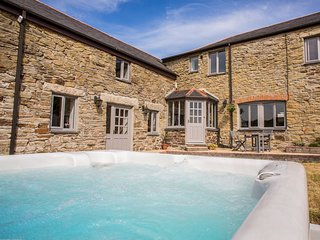 FIVE ELEMENTS FARMHOUSE, luxury property, en-suites, woodburner, hot tub