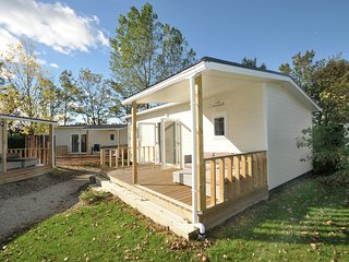 Comfortable chalet with dishwasher, beach at walkingdistance