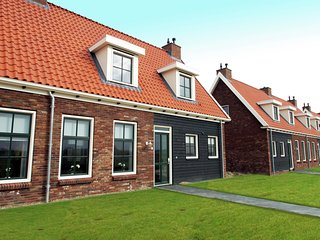 Holiday house with whirlpool and sauna in peaceful surroundings in Zeeland.