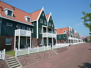 Spacious holiday home in Volendam style on the Markermeer