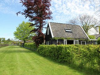 Holiday home for two people at a peaceful, central location in Heiloo near Egmon