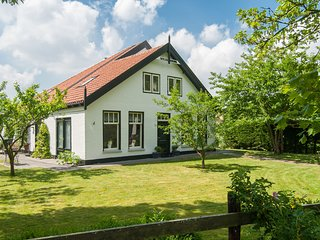 Attractive countryside holiday home in quiet, yet central location in Schoorl