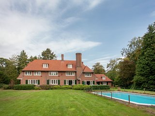 Lovely old English country house with private pool middenn in the woods and mars