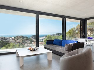 MODERN POOL HOUSE & SEA VIEWS, PARKING NEXT BEACH