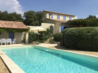 Charming Villa in Villes-sur-Auzon with Swimming Pool