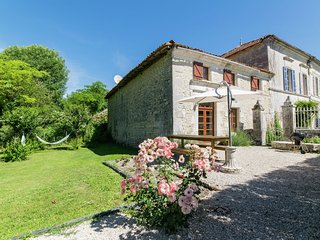 Quaint Mansion in Champagnac with Private Pool