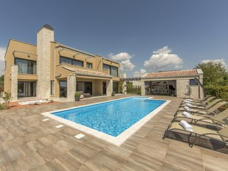 Beautiful Villa Verde, in Istria, with a Pool