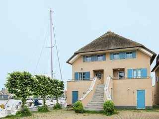 Cosy Holiday Home in Friesland by the Lake