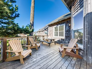 Spacious, dog & family-friendly home w/deck, hot tub & fun-filled game room