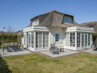 Thatched villa with dishwasher, sea at 1 km. in Domburg
