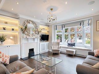 Stunning 3 Bed House w/Garden nr Hammersmith