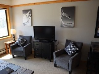 Cute Studio 3 Minute Walk to Lift with Awesome Amenities!