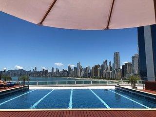 Ap 1 quarto com vista para o mar, prédio com piscina e hidromassagem