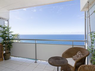 RENOVATED APARTMENT, SEA VIEWS AND POOL