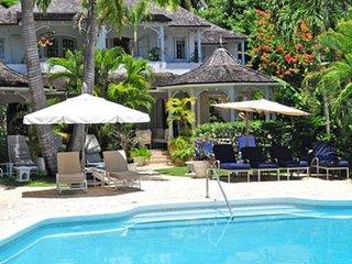 Emerald Beach 2 - Villa Allamand   Beach Front - Located in Tropical Gibbs Bay