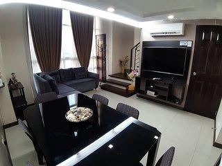 1 BEDROOM LOFT WITH FAMOUS LANDMARK VIEW