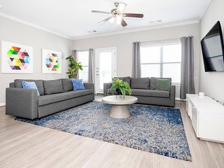 T214 · ✮ WOW Party Condo Downtown w/ Pool