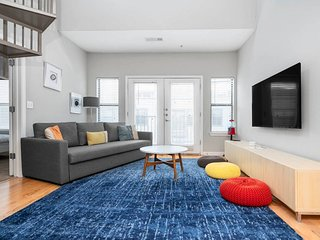 T517 · ☆ WOW Party Condo Downtown w/ Pool