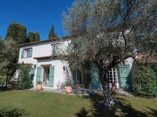 Saint-Marc-Jaumegarde Villa Sleeps 10 with Pool and WiFi - 5815040