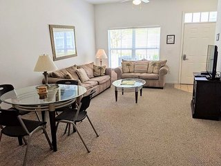 3 Bedrooms Townhouse at Villas at Seven Dwarfs only 4 miles from Disney! - RS