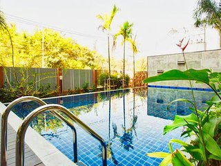 Pool View 4 person near Old City (free pool/gym/wifi)