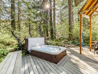 Dog-friendly Stevens Pass getaway w/ beach access & private hot tub!
