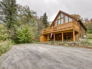 NEW LISTING! Spacious wooden home w/table tennis awesome views & furnished deck!
