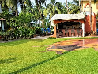 Saudades Beach Bungalow - Spacious, Cozy, Fully- Serviced Villa with Pool & Gym.