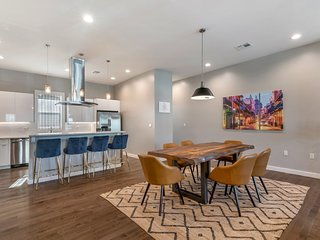 4BR Luxury Townhouse across from Lafitte Greenway